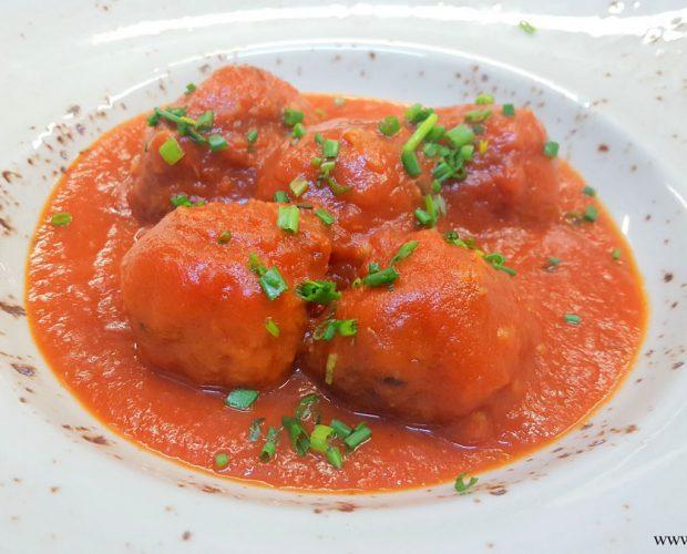 Albóndigas de garbanzos en salsa de tomate casera